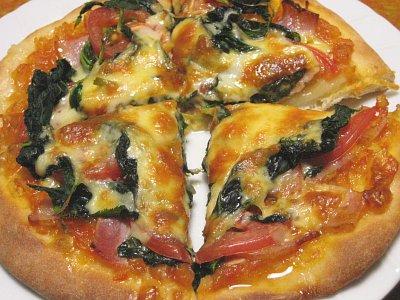 トマトと明日葉のピザ